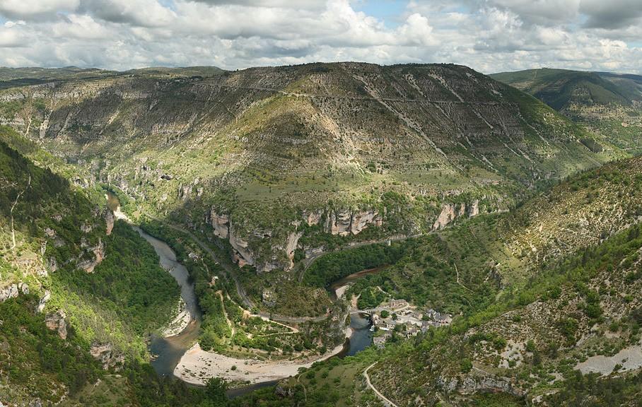 Panorama des gorges du Tarn, pour profiter de votre séjour escalade, rendez-vous au camping Le Beldoire