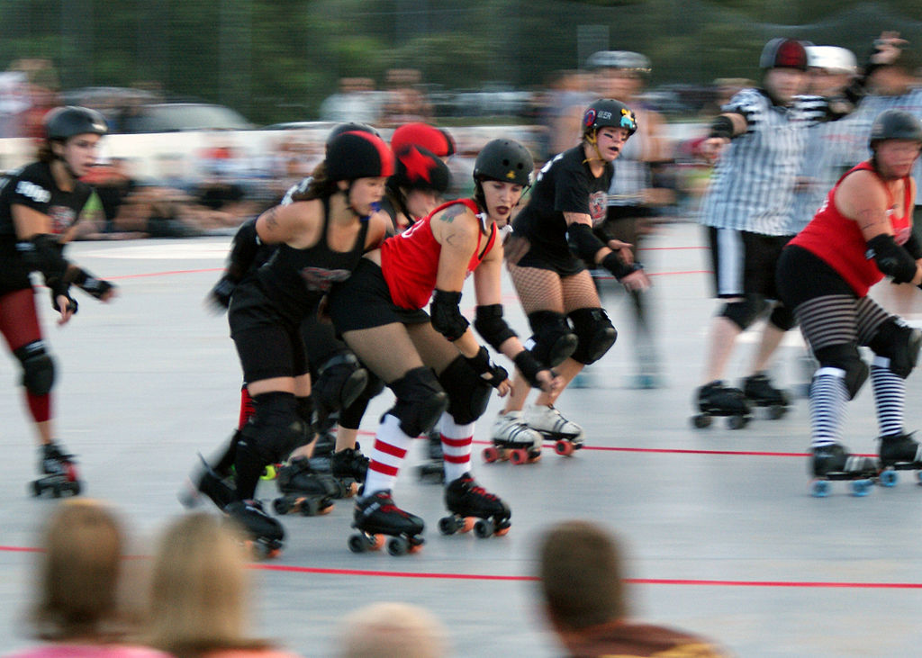 1024px-us_army_52598_army_spouse_skates_for_roller_derby_team